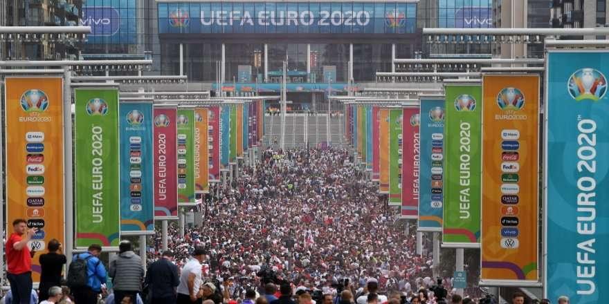 Английские фанаты устроили побоище после финала Евро
