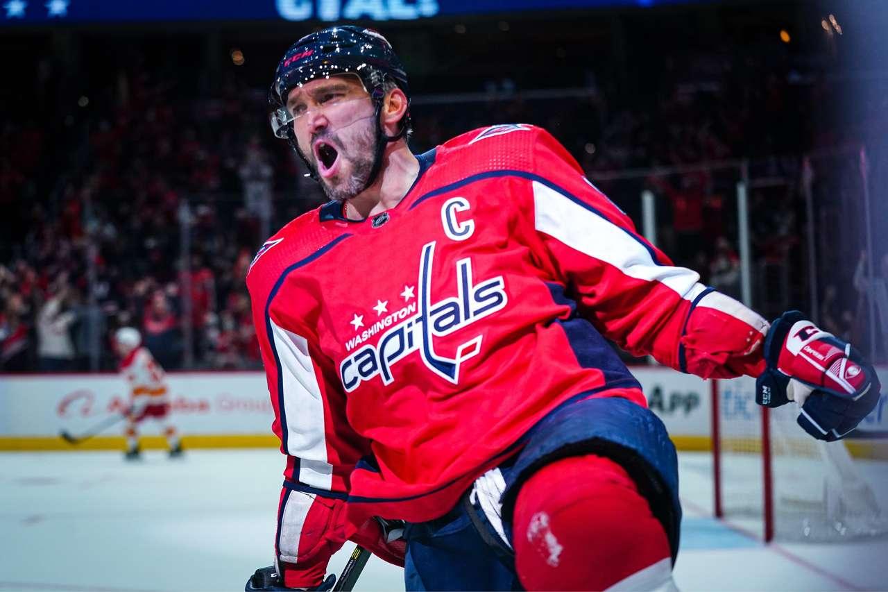 Овечкин сделал дубль и вышел в лидеры снайперской гонки НХЛ